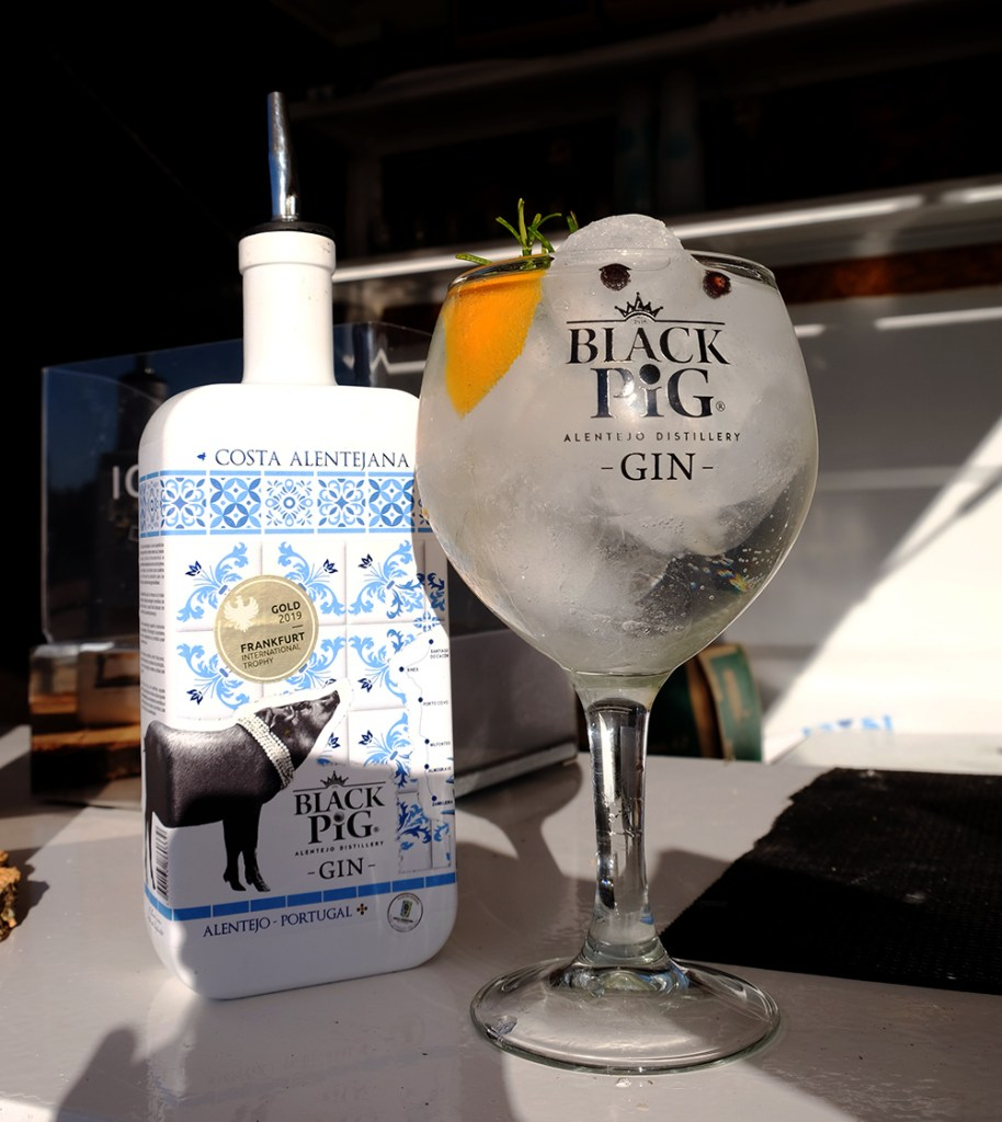 Black-Pig-Costa-Alentejana-London-Dry-Gin-©Sated-Online