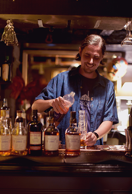 David making drinks, DarkBear Foursquare Vintage Tasting with Richard Seale ©SatedOnline