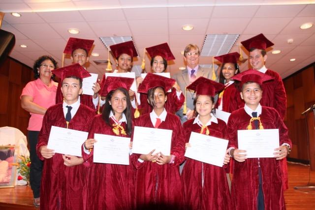 Estudiantes graduados del 10mo año de la Escuela Bahía de Caráquez