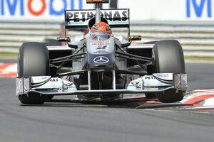Michael Schumacher, penalizat cu 10 locuri
