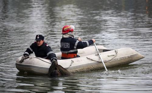 O tânără s-a înecat în balastiera de la Apa