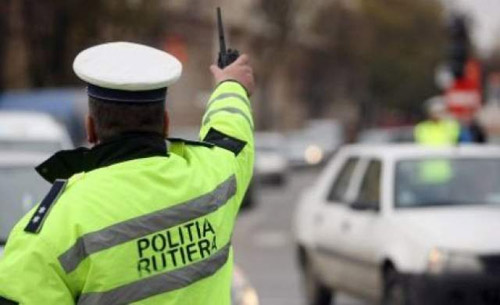 Permise de conducere reţinute şi amenzi date de poliţiştii rutieri