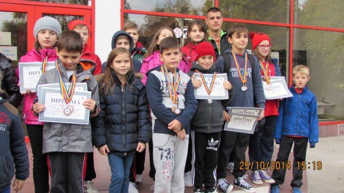 """12 medalii pentru înotătorii sătmăreni la """"Cupa Aradului"""""""