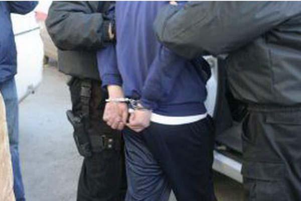 Doi hoți, prinși de polițiști