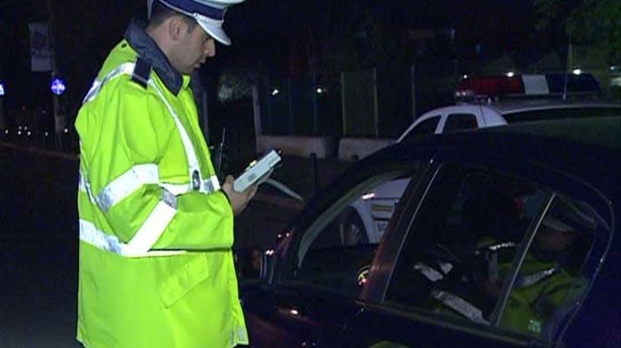 Șofer mort de beat, oprit la miez de noapte de polițiști