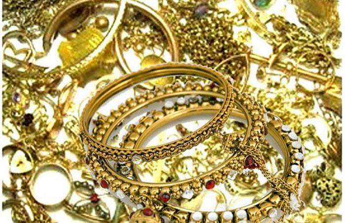 A furat bijuterii în valoare de 100.000 de euro. Mascații i-au percheziționat casa