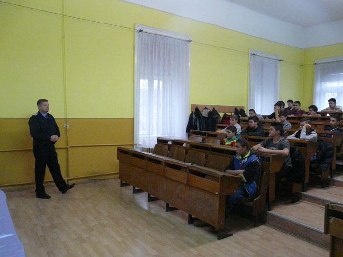 Jandarmii, în mijlocul elevilor