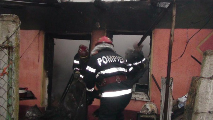 Moarte cumplită: A ars de vie într-un apartament