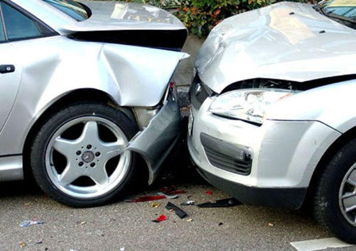 Accident în lanț la Negrești-Oaș. Un rănit și trei mașini avariate