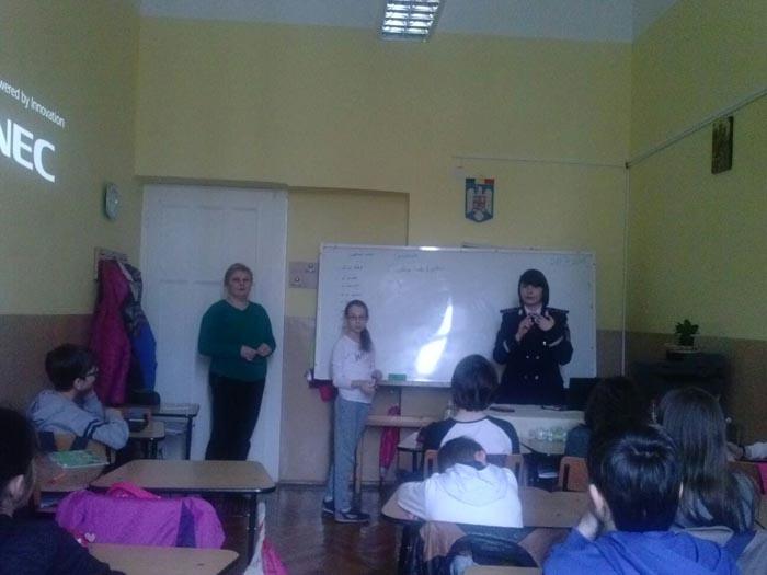 Peste 100 de elevi au participat la activități de prevenire a violenței