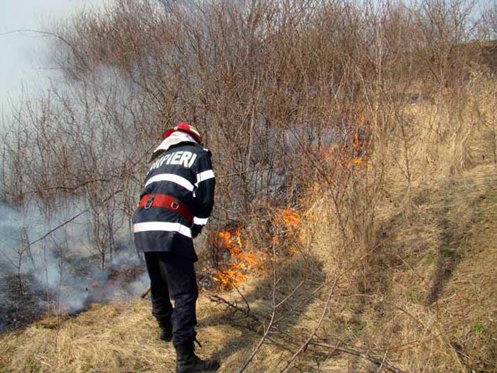 Pompierii în alertă ! Cinci incendii în mai puţin de cinci ore