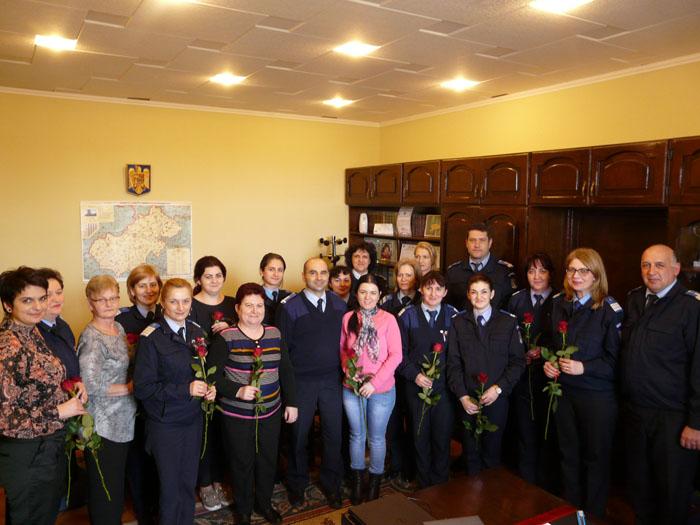 Flori pentru doamnele şi domnişoarele din Jandarmeria Satu Mare, şi nu numai