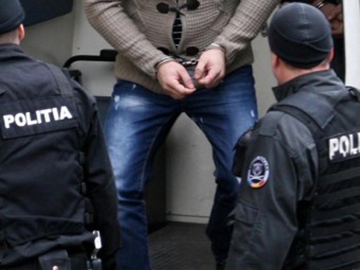 Puștan de 17 ani, arestat de polițiști. A furat 34.000 de lei