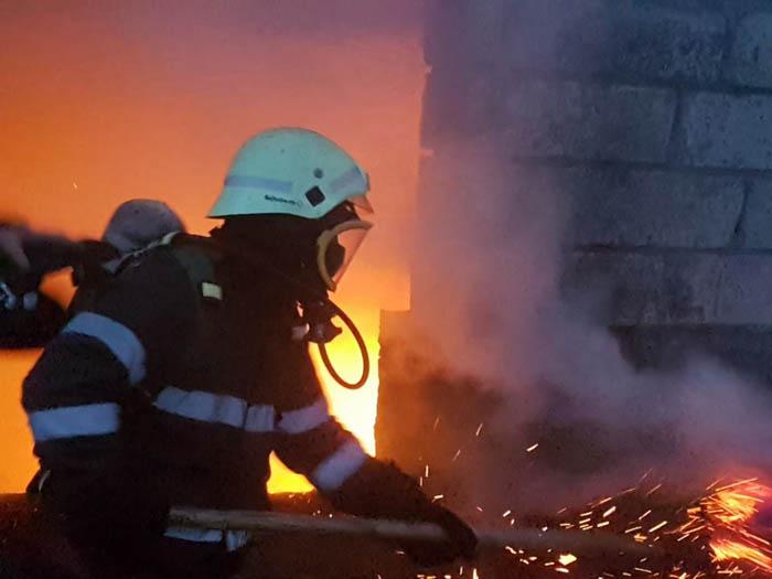 Incendiu în Apa, provocat de un scurtcircuit electric
