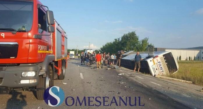 Un autocar Fany s-a răsturnat ! A fost activat planul roșu de intervenție