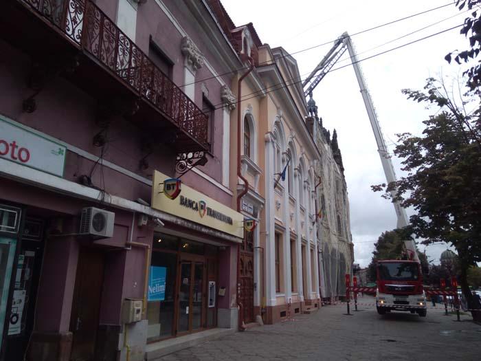 """Pericol public ! Se desprind cărămizi de pe hotelul """"Dacia"""" (Foto&video)"""