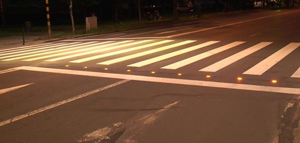 Proiect inedit: Trecerile de pietoni nesemaforizate vor fi luminate. Vezi unde
