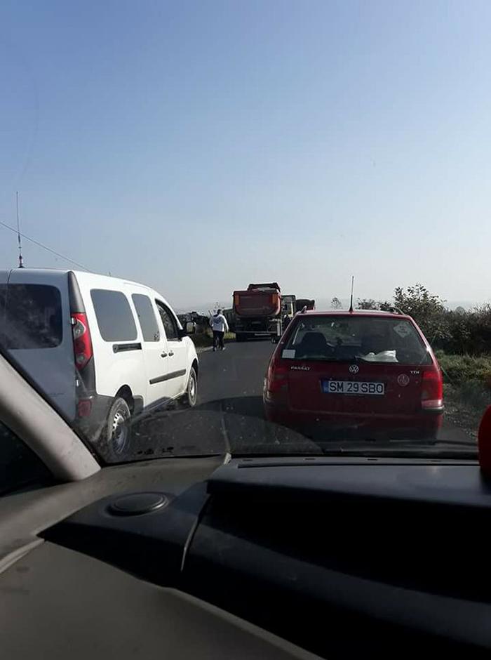 Accident grav. Drum blocat la intrarea în Apa (Foto)