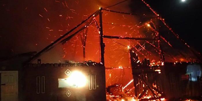 Mână criminală ! Zeci de animale au ars de vii într-un incendiu (Foto)
