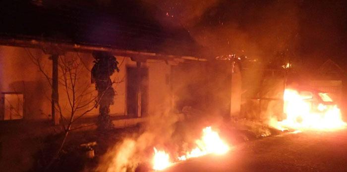 Incendiu devastator ! Pompierii s-au luptat mai bine de două ore cu flăcările (Foto)