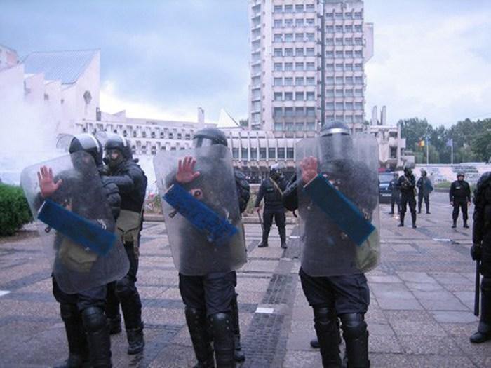 """Jandarmii vor """"invada"""" centrul Sătmarului. Exerciții demonstrative"""