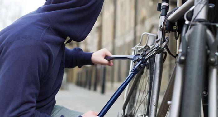 Hoț de biciclete, reținut