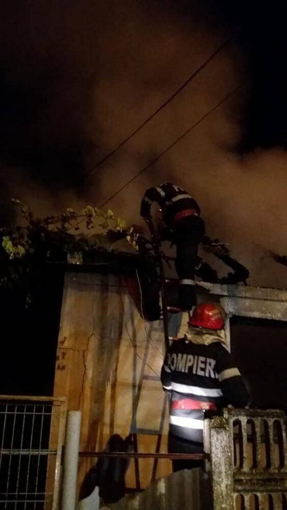 Si-a dat foc la casa ! A adormit cu tigara in gura (Foto)