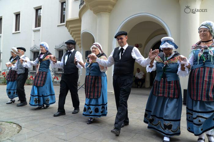 Spectacol de muzică tradițională și dans franțuzesc la Carei (Foto)