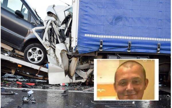 Impact nimicitor. Un roman a murit intr-un teribil accident pe o autostrada din Germania (Fotogalerie)