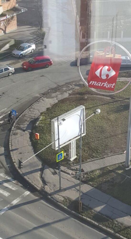 Panou publicitar, pericol public ! Se poate prăbuși în orice moment (Foto&video)