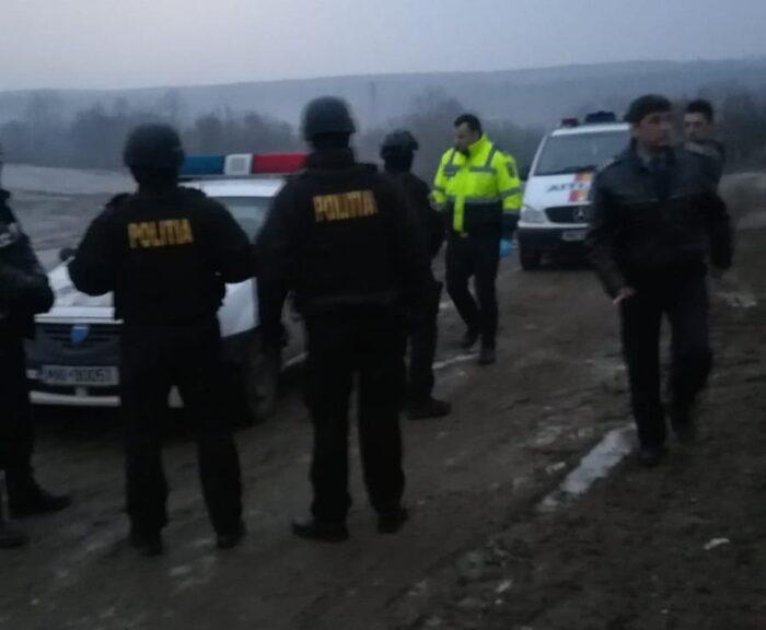 Politistii au intervenit in forta. Zeci de persoane si masini controlate (Foto)