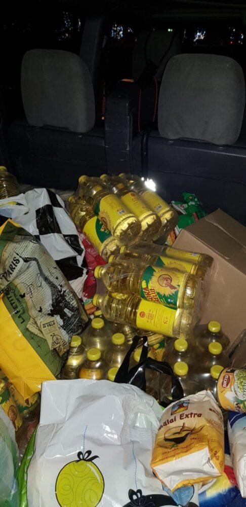 """Jandarmii sătmăreni au donat alimente de bază în cadrul campaniei """"Pedalează sau aleagă cu Moșul"""""""