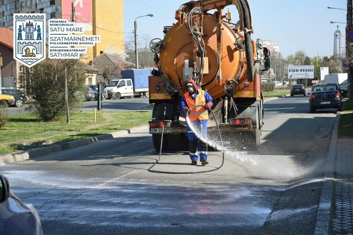 """""""Apaserv"""" spală străzile din Satu Mare"""