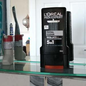 L'Oreal Total Clean Carbon Shower 5 in 1 review