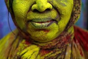 Yuk Ngintip Festival Warna atau Holi yang Dirayakan Para Janda di India
