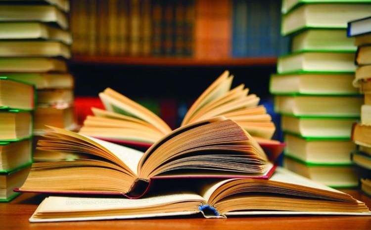 buku bacaan di perpustakaan