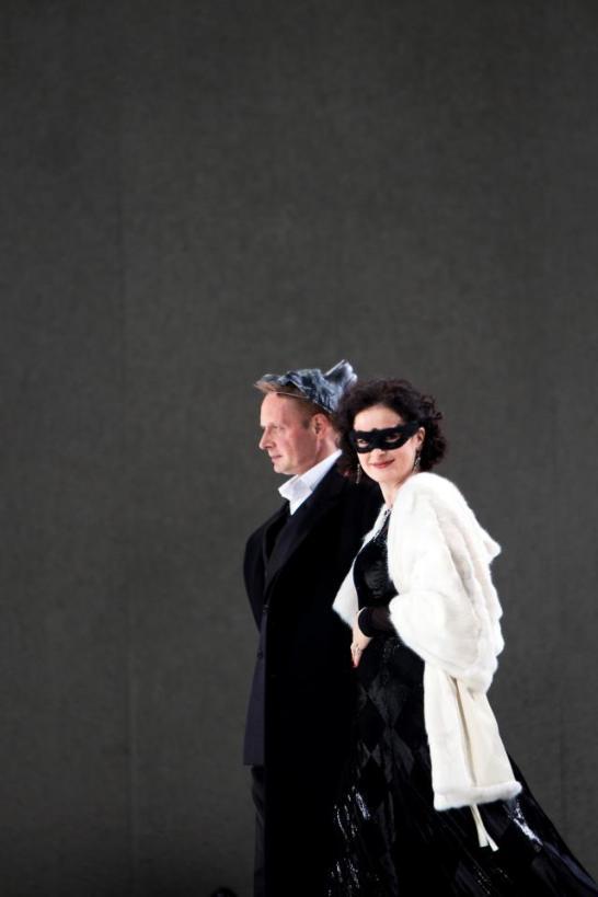 Simona Saturova as Violetta in La traviata.