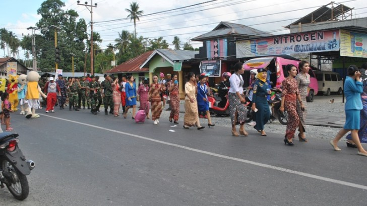 Peringati Hari Sumpah Pemuda, Siswa SMAN 1 Ampana Kota Gelar Karnaval