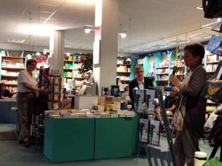 Frauke Ehlers, Susanne Martin und Frederike Götze in der Schiller Buchhandlung