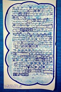 Blackout Poem / versteckter Vers mit vielen kleinen blauen Stempeln