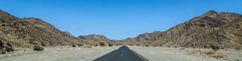 Mountainous landscape north of Madinah Al-Munawarah (photo: Florent Egal)