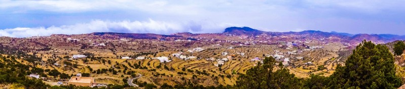 Green hills and terraces in Aseer's countryside north of Abha (photo: Florent Egal)