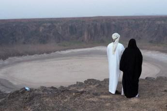 Saudi couple admiring the Wa'abah Crater (photo: Martin Beuvelot)