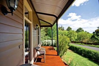Ithaca House Daylesford Accommodation - The front deck