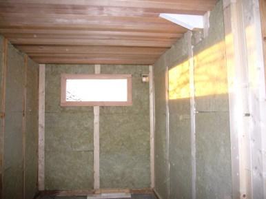 Kozijn, plafond en isolatie geplaatst