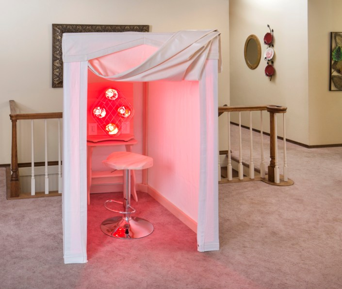 Near-infrared canvas sauna with lights