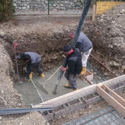 Bodenplatte des Technikschachtes wird betoniert