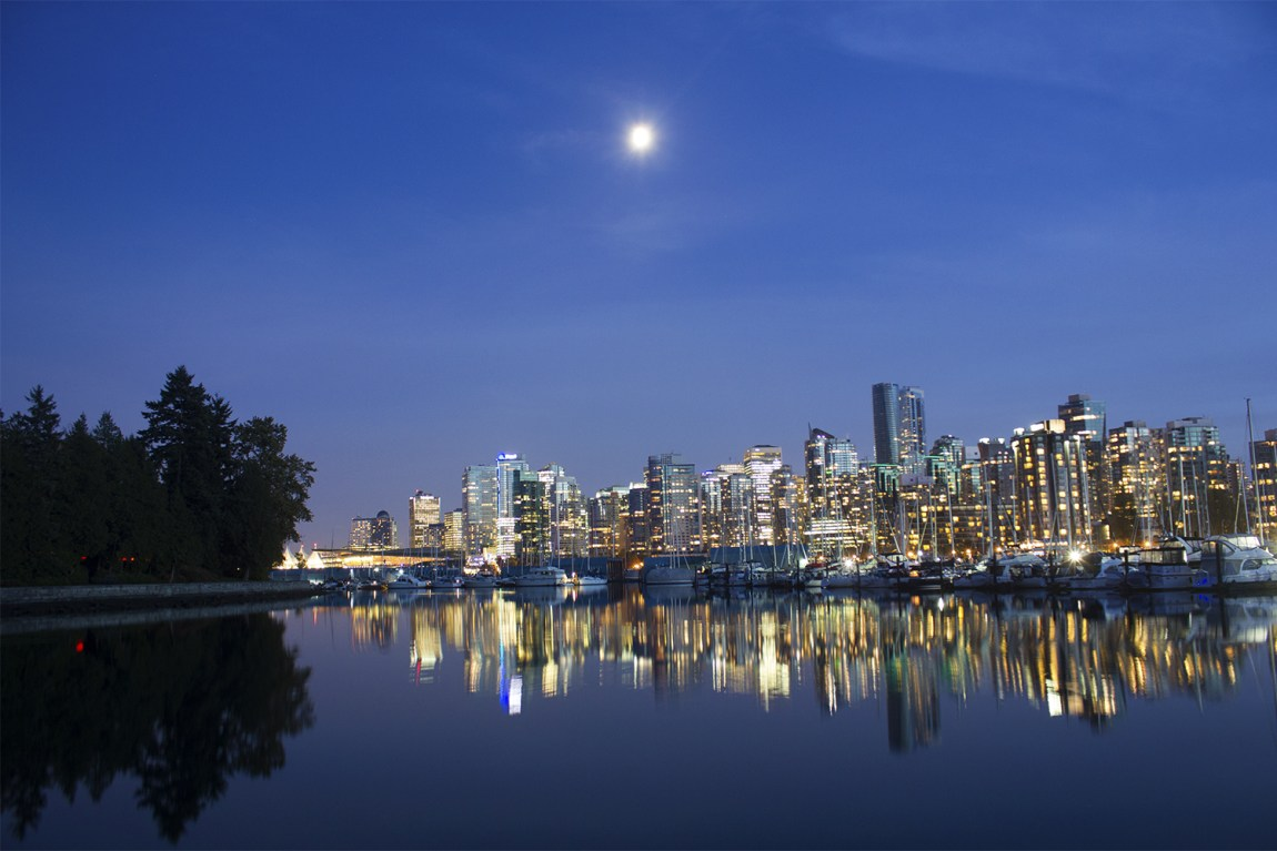4-Savannah-Rose---Vancouver-Skyline-from-Stanley-Park
