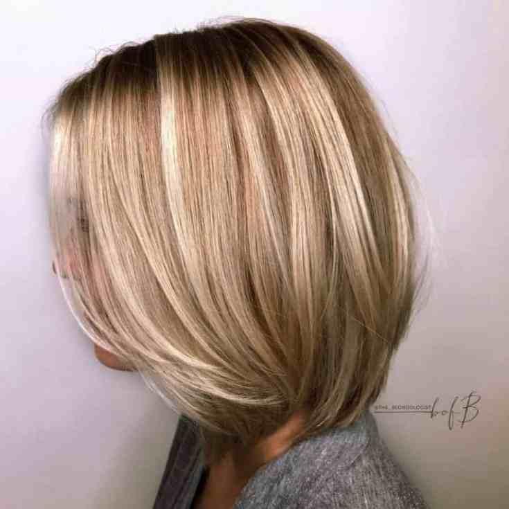 Graues Haar mit braunen Wurzeln