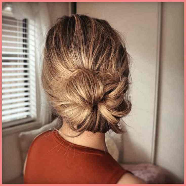 Großer, seitlicher Dutt Mittellange Haare Frauen